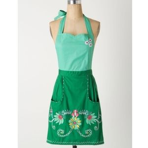 New Anthro Julep Petal Pocket Embroidered Apron